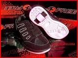 للبيع احدية رياضية جديدة و عجيبة Roller Shoes - صورة مصغرة