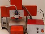ماكينة cnc لعمل pcb و ميداليات 3d
