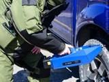 جهاز كشف المتفجرات تحت السيارة - صورة مصغرة