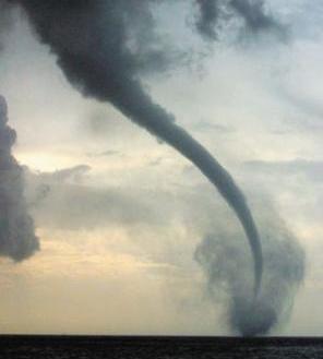 اعصار tornado